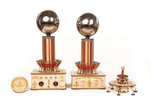 Teslov generator - Profesionalna in Baterijska Teslova fontana